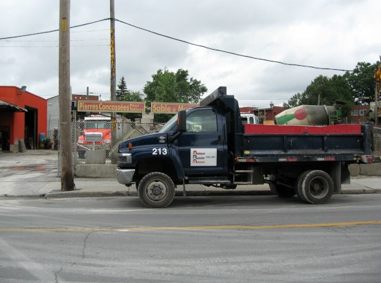 550x409